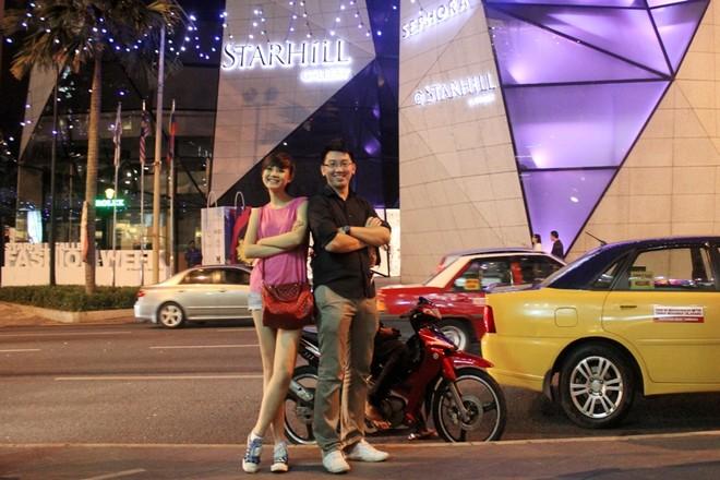 """Á quân Top model 2011 """"khoe chân"""" tại Malaysia ảnh 7"""