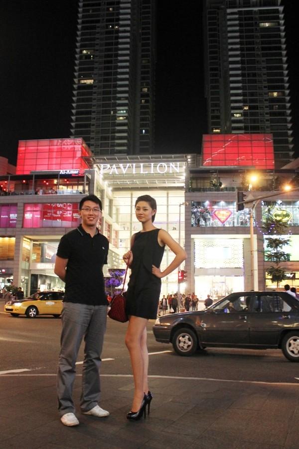"""Á quân Top model 2011 """"khoe chân"""" tại Malaysia ảnh 9"""
