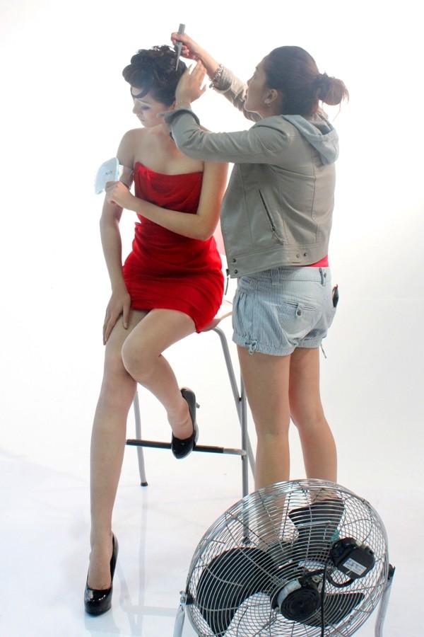"""Á quân Top model 2011 """"khoe chân"""" tại Malaysia ảnh 1"""