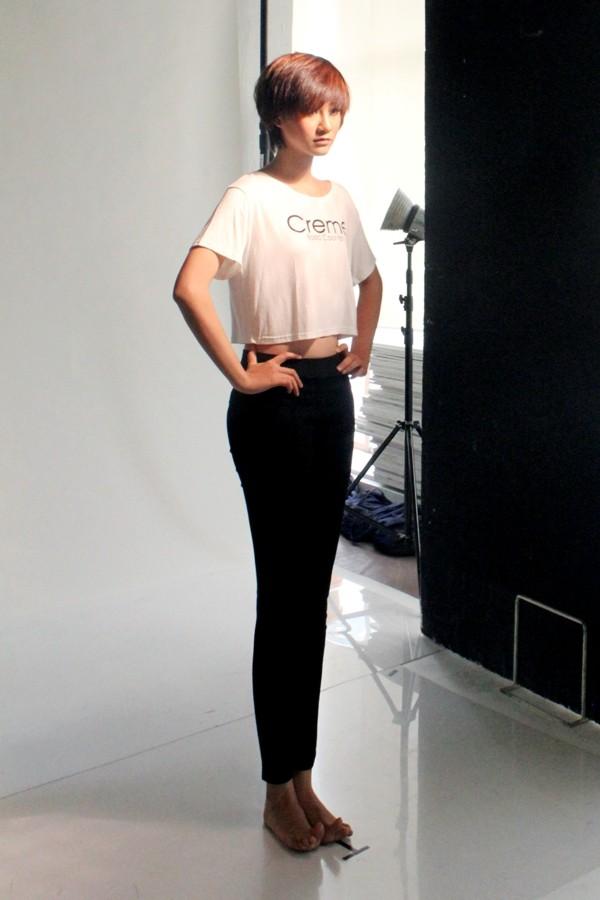 """Á quân Top model 2011 """"khoe chân"""" tại Malaysia ảnh 5"""