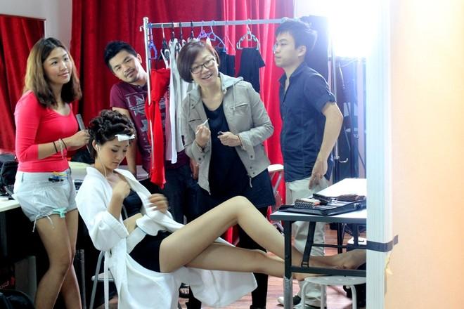 """Á quân Top model 2011 """"khoe chân"""" tại Malaysia ảnh 6"""