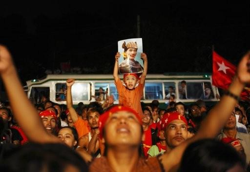 Mỹ - EU xem xét dỡ bỏ cấm vận đối với Myanmar ảnh 1