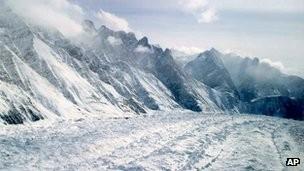 Tuyết lở khiến 100 quân lính Pakistan bị chôn sống ảnh 1