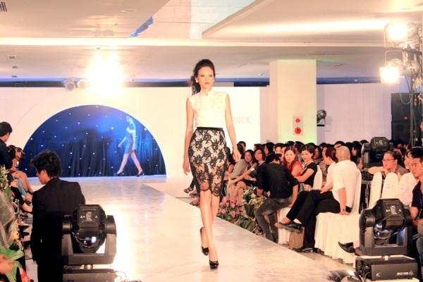 Tuyết Lan ấn tượng tại Hà Nội Fashion Week ảnh 2