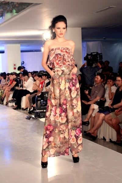 Tuyết Lan ấn tượng tại Hà Nội Fashion Week ảnh 5
