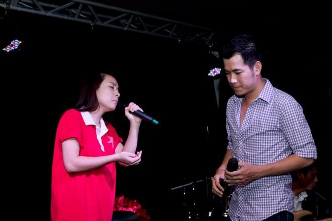 """Đoan Trang, Hồ Trung Dũng """"khoe"""" tài tại phòng trà ảnh 2"""