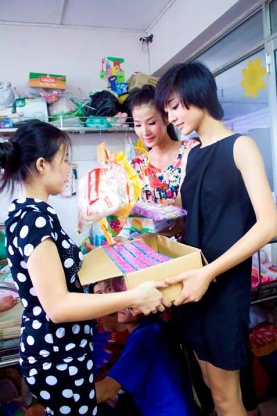 Dàn người mẫu Top model làm từ thiện ngày 1-6 ảnh 2