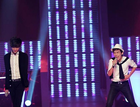 """""""Giọng hát Việt"""" bị chỉ trích vì hát quá nhiều bài tiếng Anh ảnh 1"""