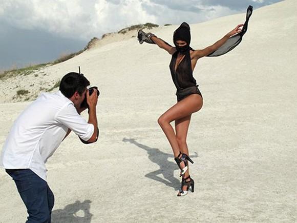Siêu mẫu Nam Phi thiêu đốt sa mạc ảnh 5