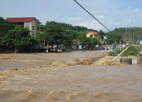 Mưa lớn, nhiều bản làng bị nhấn chìm, 8 người thương vong ảnh 1
