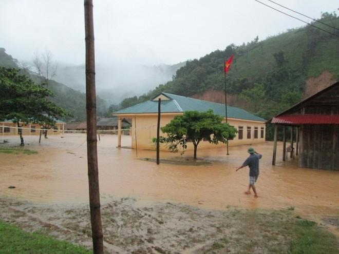 Mưa lớn, nhiều bản làng bị nhấn chìm, 8 người thương vong ảnh 2