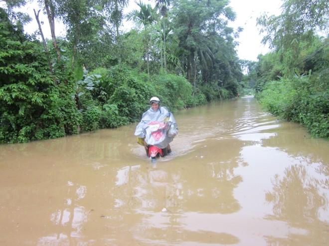 Mưa lớn, nhiều bản làng bị nhấn chìm, 8 người thương vong ảnh 4