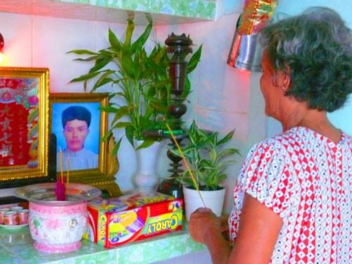 Cuối đời, bà Kim lẻ loi một mình hương khói cho con trai