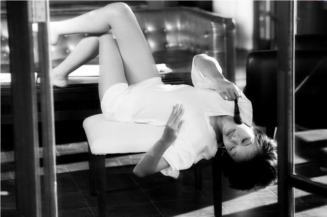 Chân dài Top model lả lơi trong bồn tắm ảnh 12