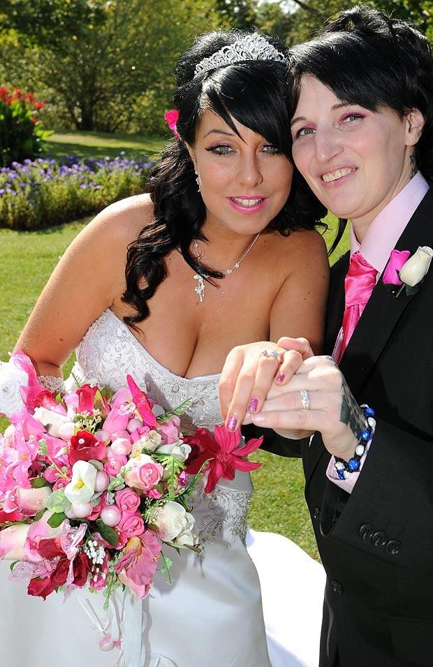 Trước ngày cưới, hủy hôn chú rể để cưới... phù dâu ảnh 1