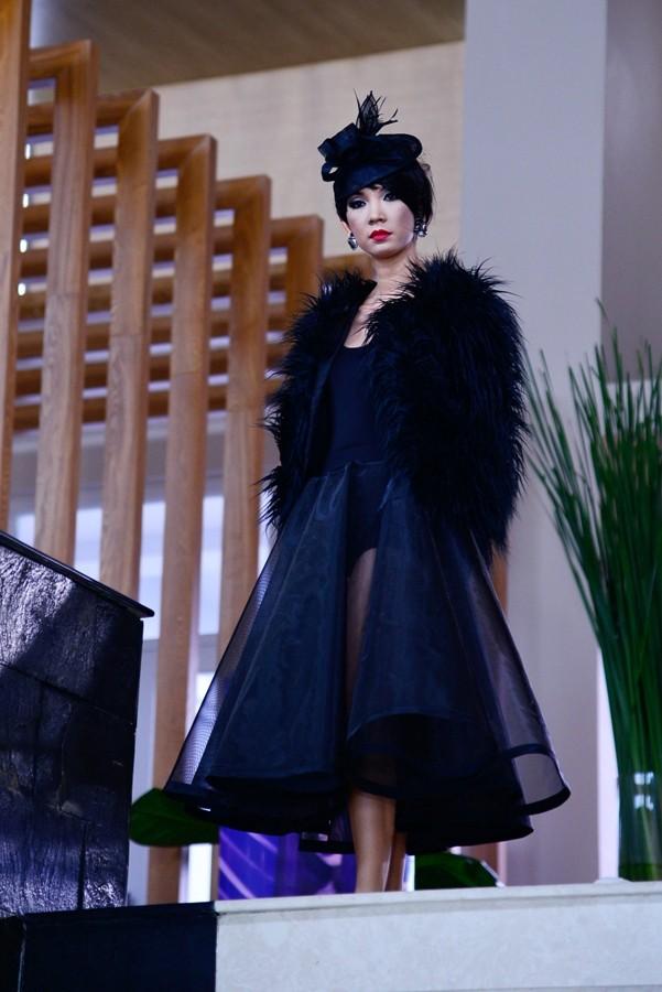 Hết mặc váy, nam giám khảo Top model lại giả gái gây sốc ảnh 1
