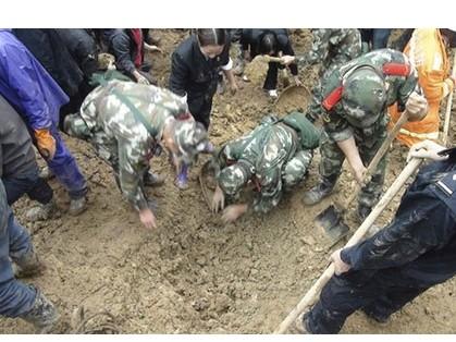 Trung Quốc: Lở đất, chôn sống hàng chục trẻ em ảnh 2