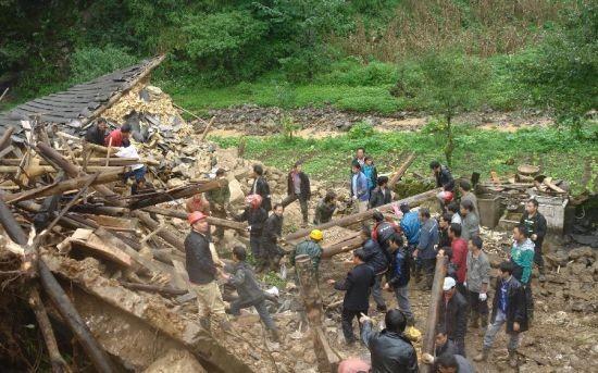 Trung Quốc: Lở đất, chôn sống hàng chục trẻ em ảnh 1
