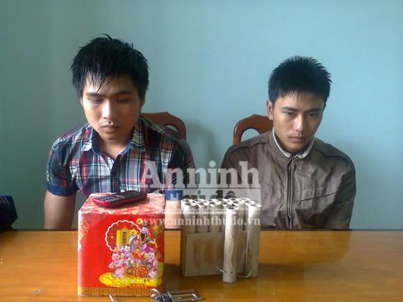 2 học sinh là Phạm Thái Thành và Hà Đình Long bị tạm giữ về hành vi mua bán pháo nổ