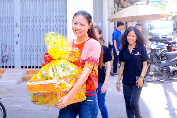 Quán quân Mai Giang giản dị trong buổi từ thiện ảnh 2