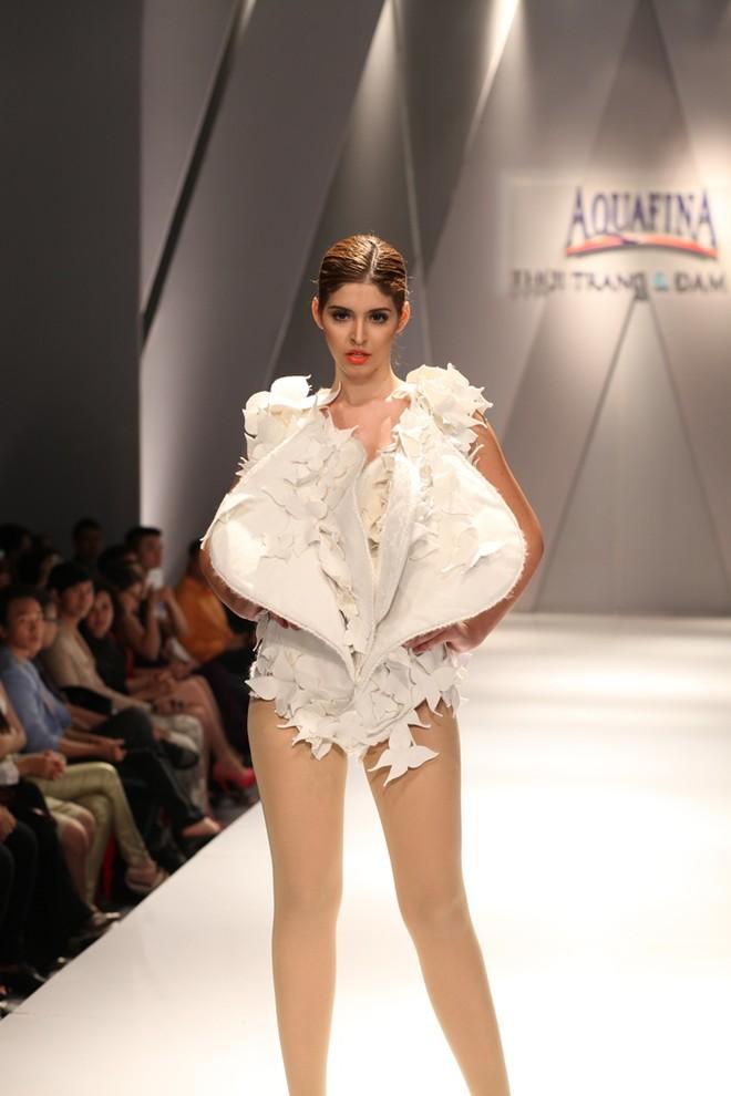 Hồng Quế, Andrea Aybar nổi bật giữa dàn người mẫu ảnh 1