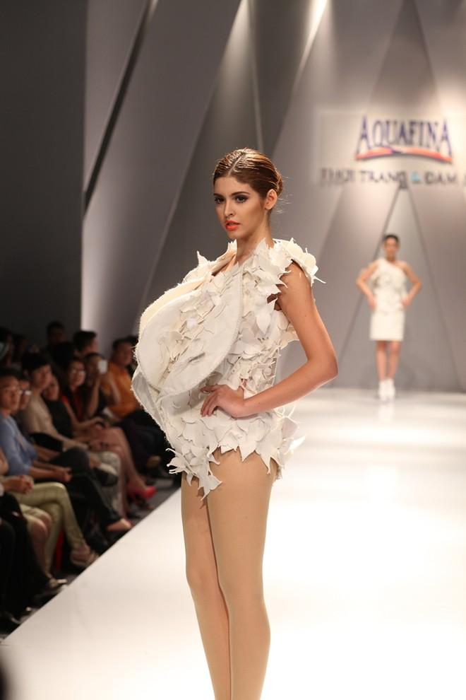 Hồng Quế, Andrea Aybar nổi bật giữa dàn người mẫu ảnh 2