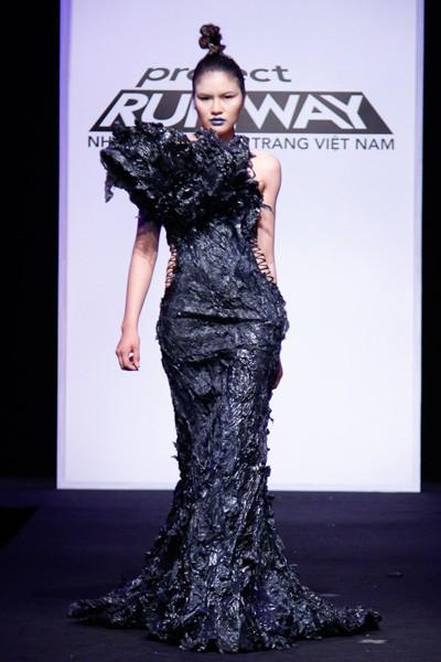 Nhà thiết kế nhọc nhằn biến rác thành váy dạ hội ảnh 7