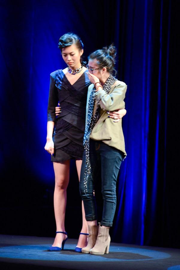 Nhà thiết kế nhọc nhằn biến rác thành váy dạ hội ảnh 8
