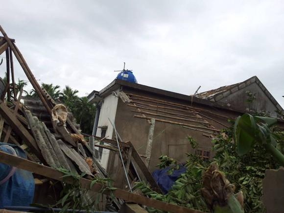 Hàng nghìn ngôi nhà tốc mái, 18 người bị thương do bão ảnh 6