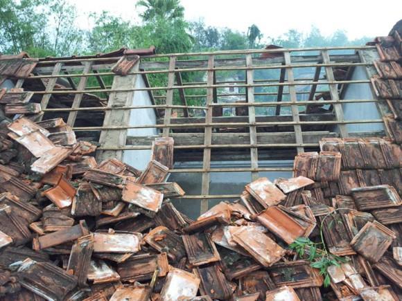 Hàng nghìn ngôi nhà tốc mái, 18 người bị thương do bão ảnh 5