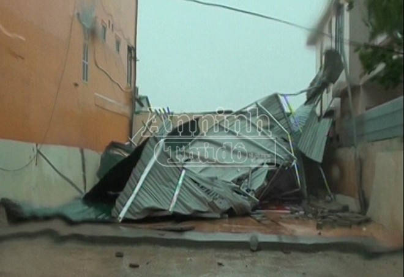 Quảng Bình: Tan hoang sau bão số 10
