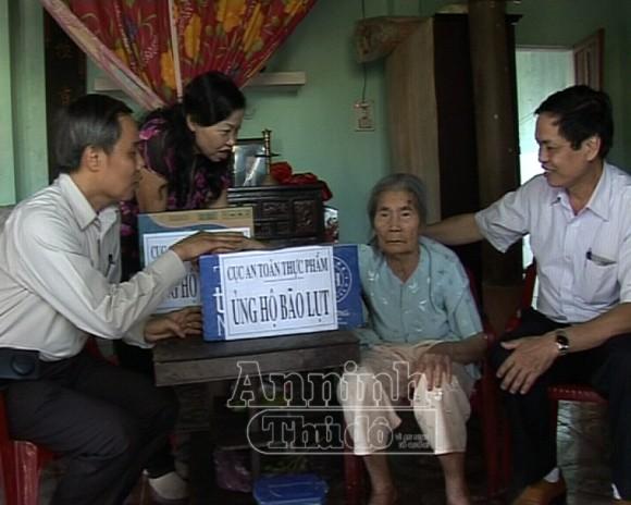 Nhiều đoàn công tác của Bộ Y tế về làm việc tại Quảng Bình ảnh 1