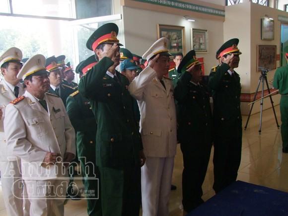 Những người cuối cùng được vào viếng Đại tướng Võ Nguyên Giáp ảnh 18