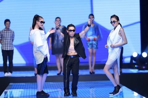 Độc đáo màn catwalk của Phạm Văn Mách, Hiếu Hiền ảnh 2