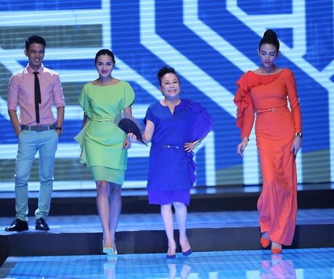 Độc đáo màn catwalk của Phạm Văn Mách, Hiếu Hiền ảnh 8
