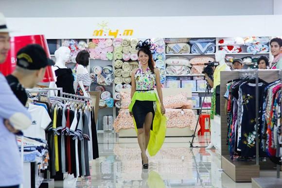 """Bị gọi là """"thảm họa thời trang"""", Kim Thoa chia tay Next top ảnh 3"""