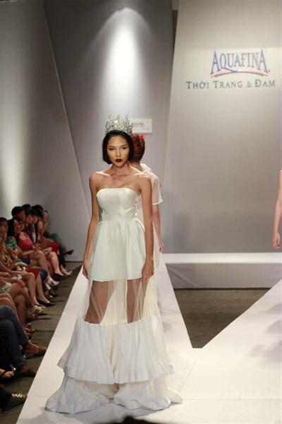 Ngọc Quyên, Minh Triệu gây ấn tượng với váy xuyên thấu ảnh 1