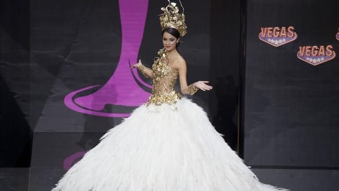 Việt Nam lọt Top10 trang phục dân tộc đẹp nhất Hoa hậu Hoàn Vũ 2013 ảnh 4