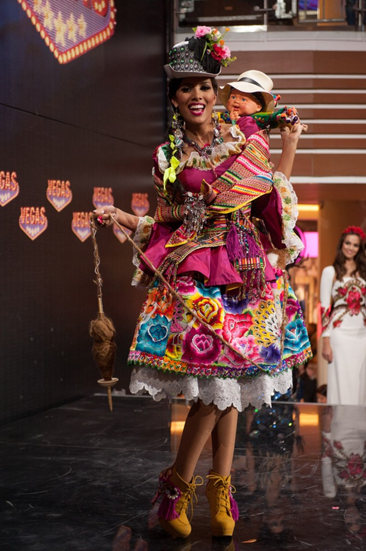 Việt Nam lọt Top10 trang phục dân tộc đẹp nhất Hoa hậu Hoàn Vũ 2013 ảnh 10