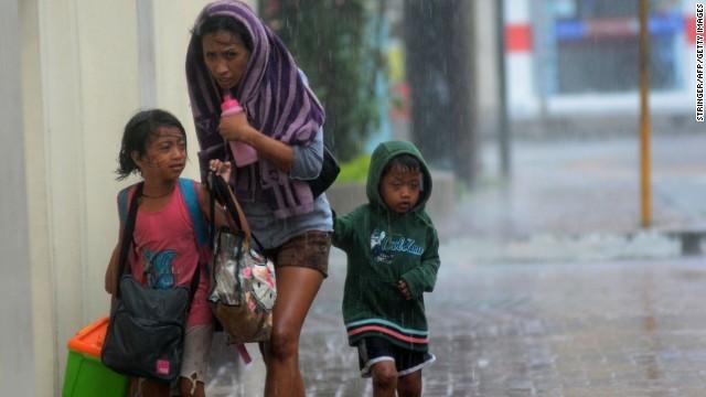Rơi nước mắt trước thảm cảnh trẻ em Philippines sau siêu bão Haiyan ảnh 3