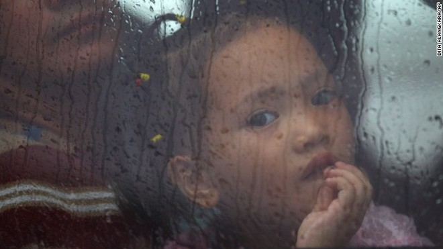 Rơi nước mắt trước thảm cảnh trẻ em Philippines sau siêu bão Haiyan ảnh 1