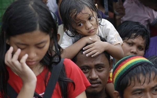 Rơi nước mắt trước thảm cảnh trẻ em Philippines sau siêu bão Haiyan ảnh 10
