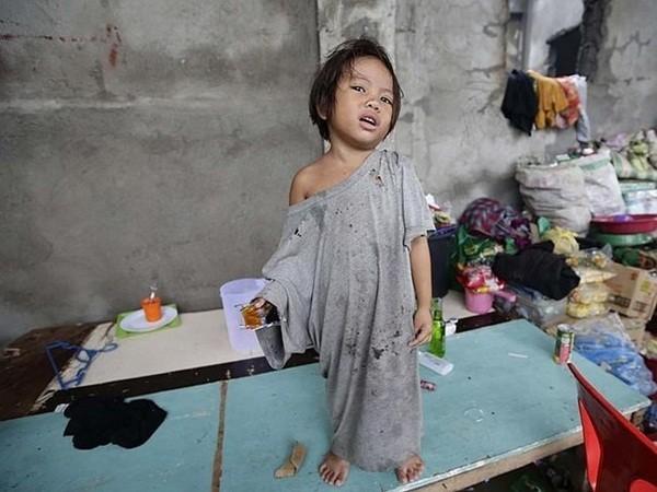 Rơi nước mắt trước thảm cảnh trẻ em Philippines sau siêu bão Haiyan ảnh 11