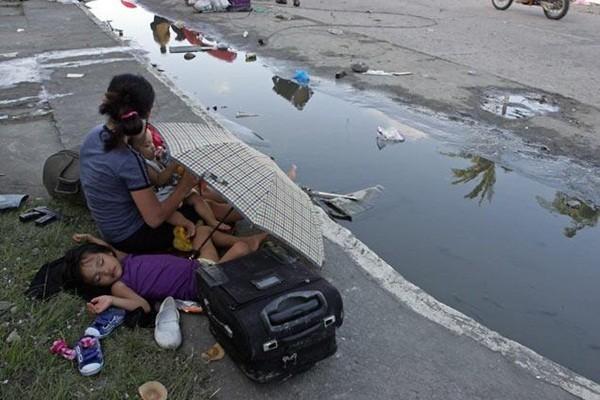 Rơi nước mắt trước thảm cảnh trẻ em Philippines sau siêu bão Haiyan ảnh 16