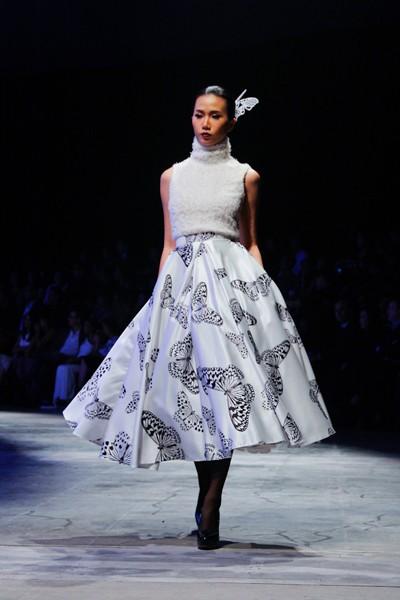 """Dàn """"chân dài"""" Việt quyến rũ trong trang phục họa tiết cánh bướm ảnh 3"""