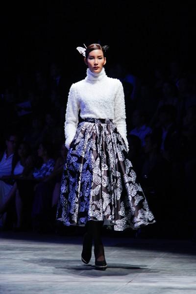 """Dàn """"chân dài"""" Việt quyến rũ trong trang phục họa tiết cánh bướm ảnh 1"""