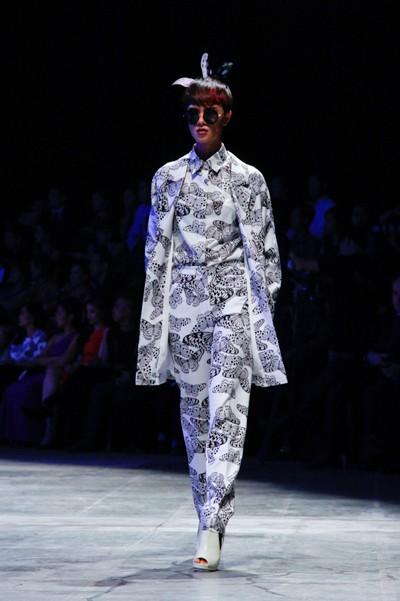 """Dàn """"chân dài"""" Việt quyến rũ trong trang phục họa tiết cánh bướm ảnh 6"""