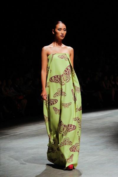 """Dàn """"chân dài"""" Việt quyến rũ trong trang phục họa tiết cánh bướm ảnh 7"""