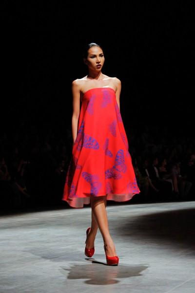 """Dàn """"chân dài"""" Việt quyến rũ trong trang phục họa tiết cánh bướm ảnh 10"""