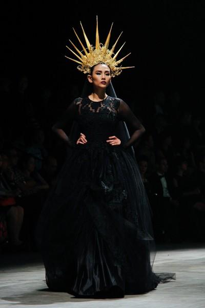 """Dàn """"chân dài"""" Việt quyến rũ trong trang phục họa tiết cánh bướm ảnh 11"""